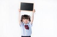 小女孩儿童教育学生形象手持黑板展示图片