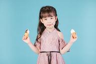 儿童小女孩形象手持冰淇淋雪糕玩具图片