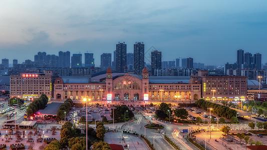 夜色中的武汉汉口火车站图片