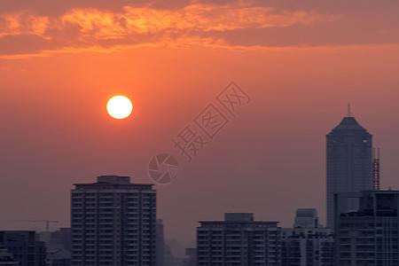 天空分层日落景观下的城市图片