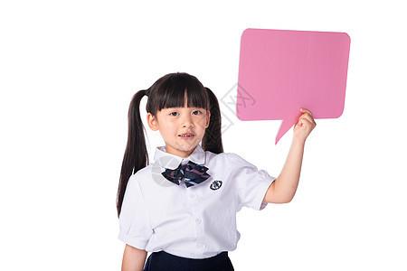 手拿粉色气泡对话框的小女孩图片