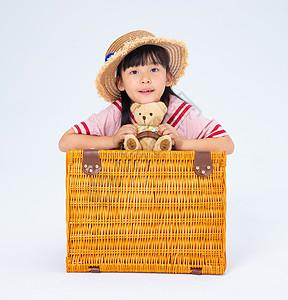 旅行中的女童情绪照图片