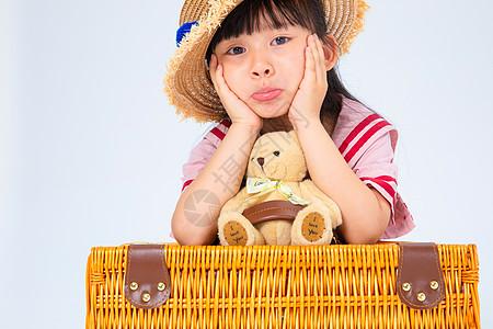 旅行中伤心的小女孩图片