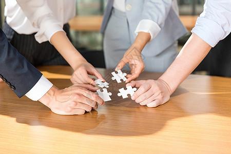 商务团队拼图合作共赢概念图片