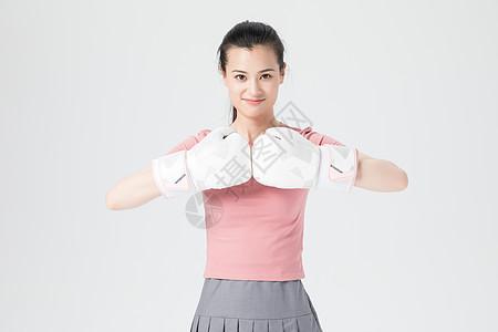 活力青年女性拳击手套图片