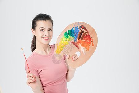 活力青年女性美术画画图片