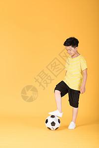 学生踢球背景_学生踢球摄影图片_学生踢球壁纸