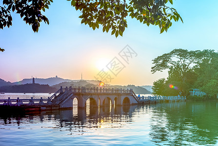 夕阳山脉小桥背景图片