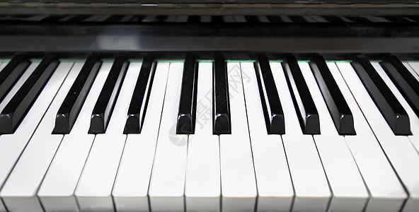 钢琴键盘图片