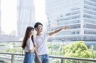 旅游中的情侣图片