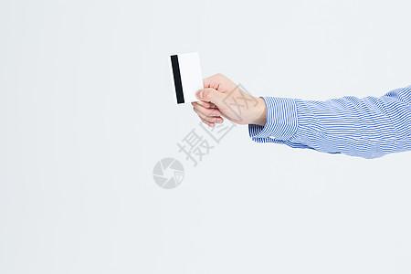 商务男性手拿白卡信用卡特写图片