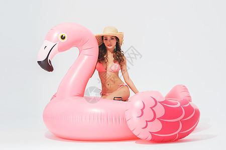 粉红比基尼美女图片