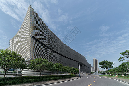 蓝天白云下的湖北武汉图书馆图片