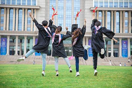 跳跃的大学生图片