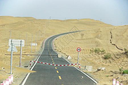 新疆塔克拉玛干沙漠公路图片