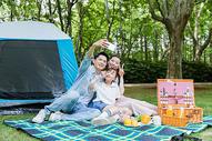 一家人野营自拍图片