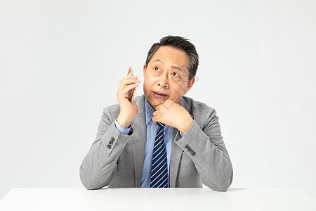 老年企业家打电话图片