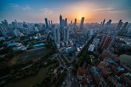 俯瞰傍晚的城市图片
