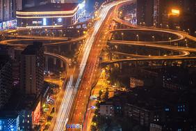 城市立交桥车轨夜景图片