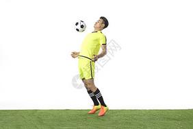 足球动作头球图片