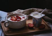 草莓牛奶美食图片