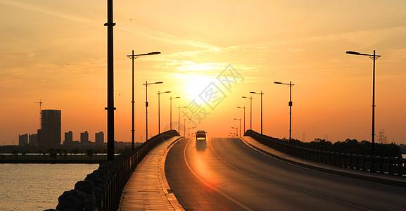 夕阳下的公路图片
