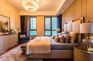 温馨舒适的简约风卧室图片