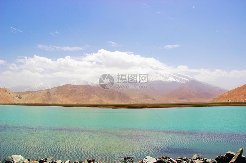新疆帕米尔高原的卡拉库里湖图片