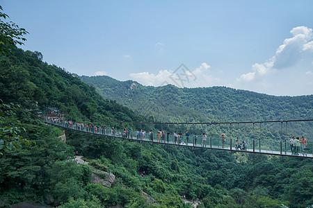 武汉木兰天池景区的玻璃栈道图片