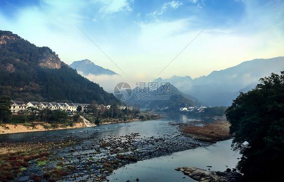 天柱山美好山村图片