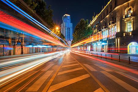 武汉中山大道夜晚流光溢彩的城市车轨图片