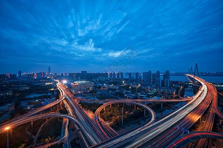 武汉二七长江大桥道路车流图片