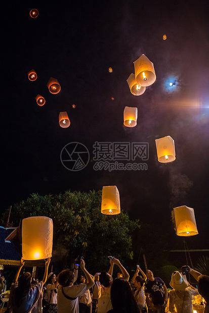千灯节的孔明灯图片