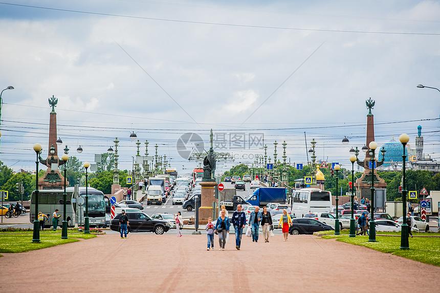 俄罗斯圣彼得堡交通与行人图片