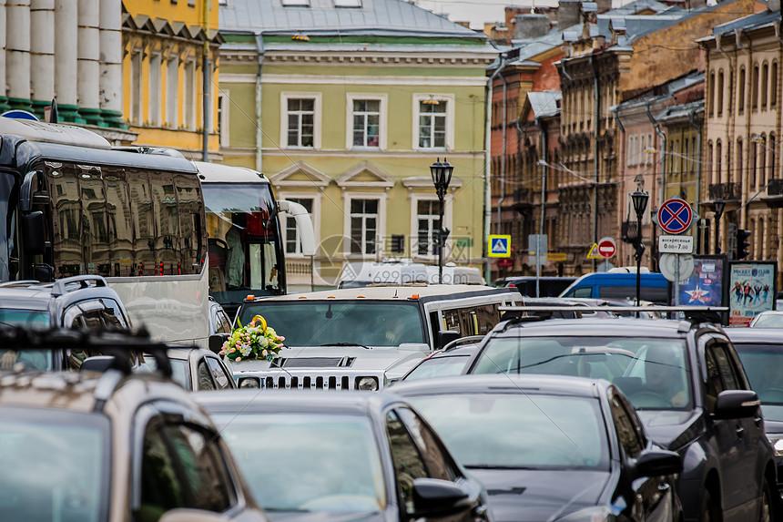 俄罗斯圣彼得堡堵车交通堵塞图片