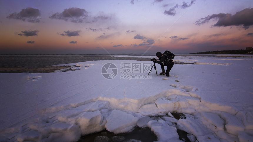 海边孤独人像图片