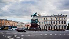 俄罗斯圣彼得堡街道与雕塑图片