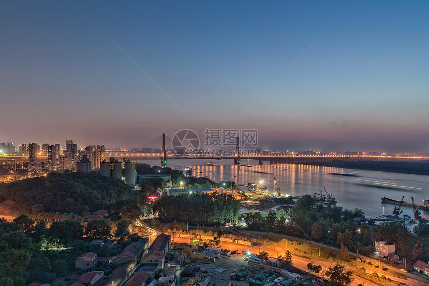 夕阳下的武汉天兴洲大桥夜景图片