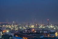 夜晚的武汉钢铁工厂车间图片