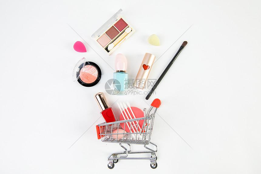 购物车里的化妆品图片