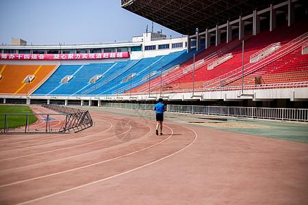 体育场的跑道图片