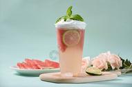 夏日清凉饮料西瓜柠檬果汁图片