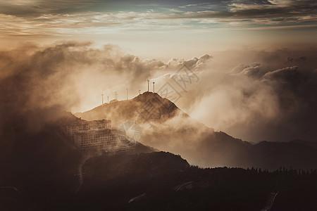 云雾缭绕仙境般的湖北咸宁九宫山顶图片
