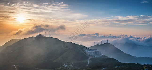 山顶日出云海全景图片