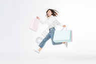 618开心购物女青年跳跃图片