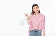 开心的青年女性 图片
