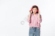 听音乐的青年女性500945370图片
