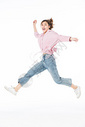青年女孩跳跃500945382图片