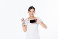 青年女孩手机展示图片