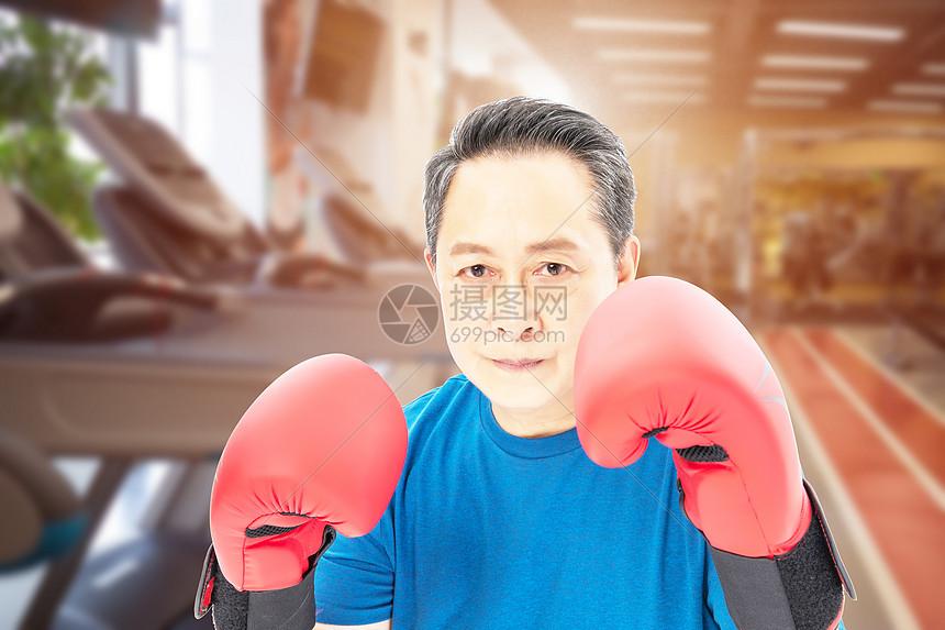 老年人健身拳击图片